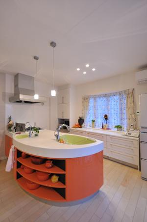 シンプルな色でスッキリ!I型システムキッチン