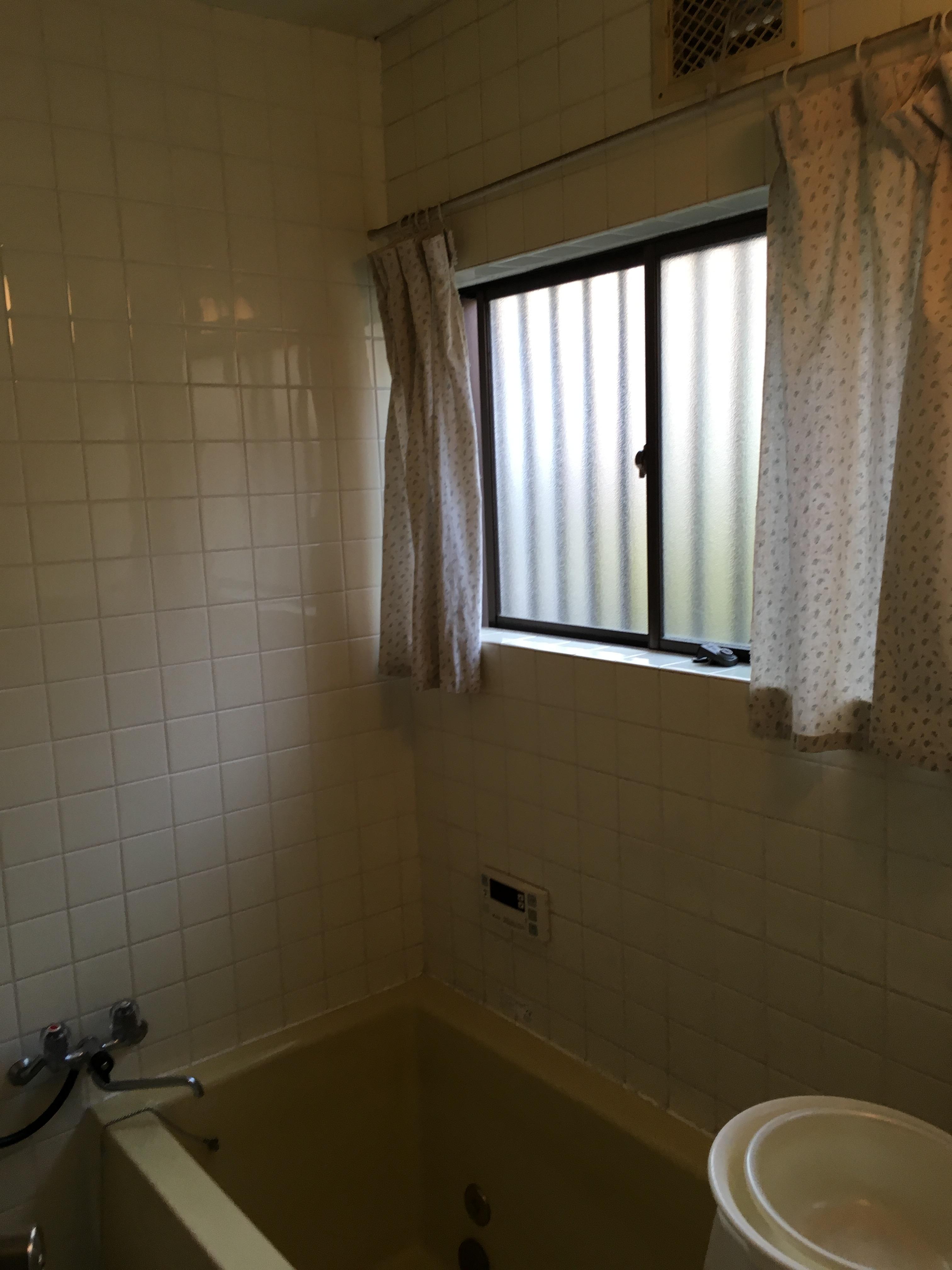 単板ガラスの浴室窓