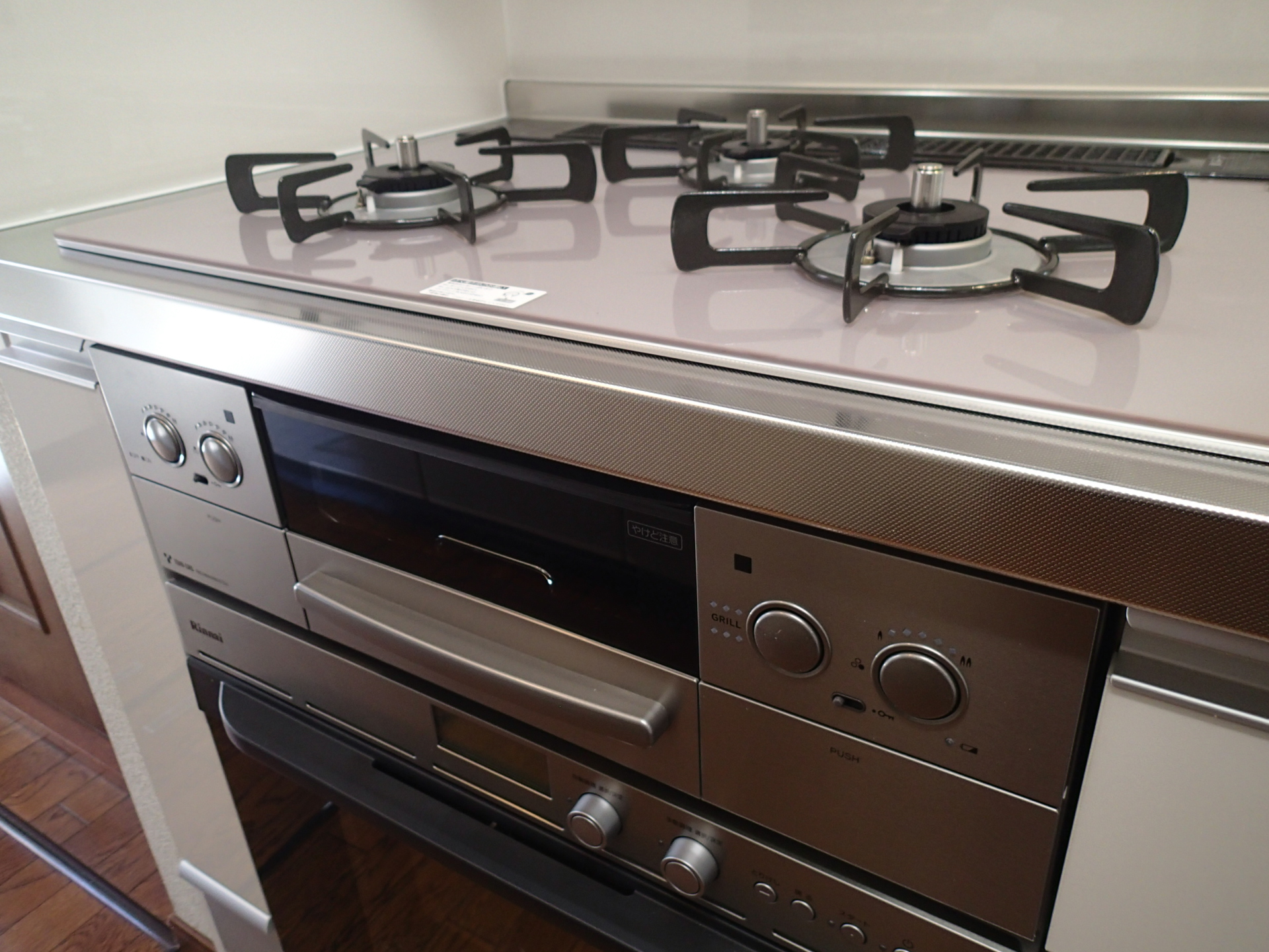 コンロもオーブンも最新式です。