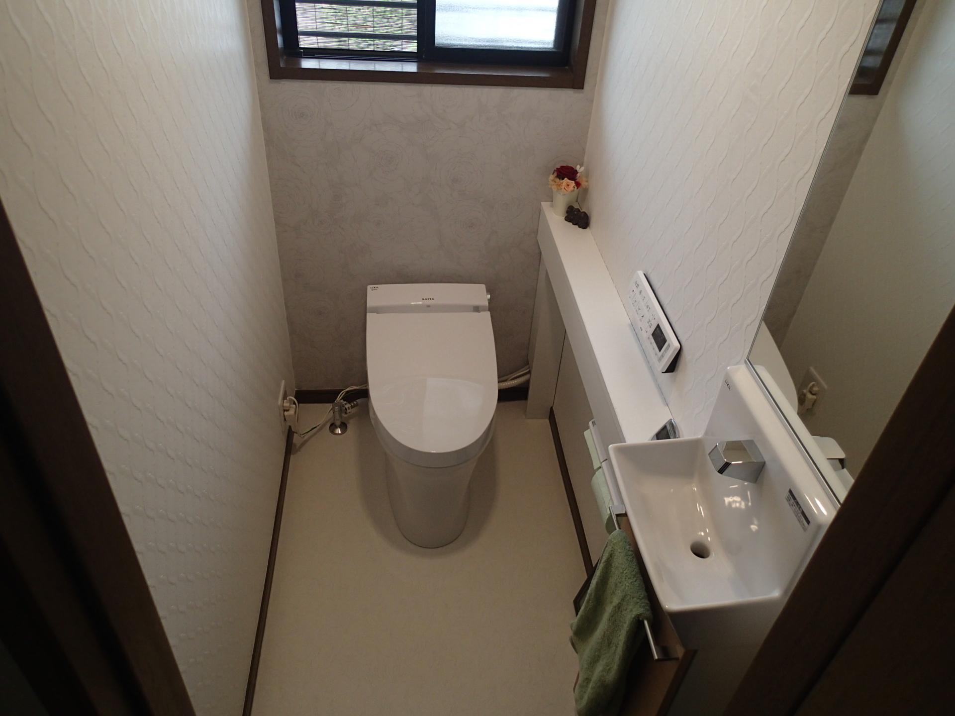 明るく爽やかなトイレ空間となりました。