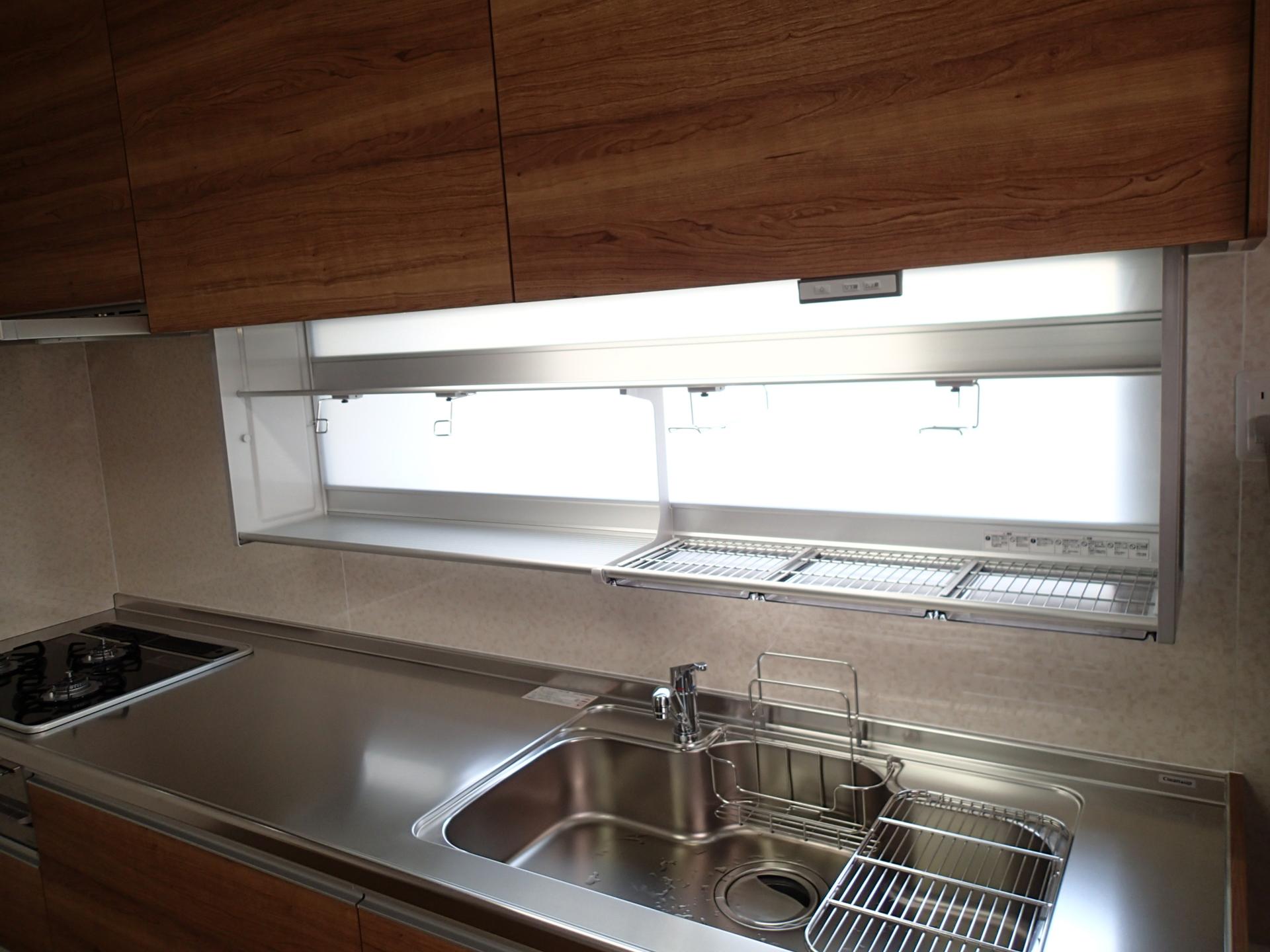 電動昇降型の吊戸棚で使いにくかった吊戸棚も有効活用できそうです