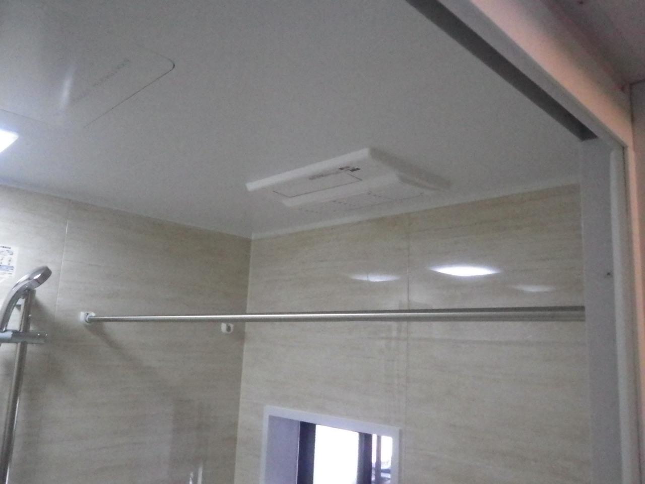 天井埋込タイプのガス温水浴室暖房乾燥機は冬寒い多治見には必須アイテムです。ユニットバスを新しくするのを機に壁掛けタイプから変更されました。