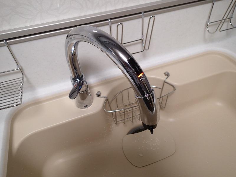 手をかざせば水が出るタッチレス水栓