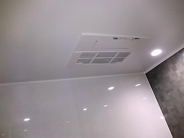 浴室暖房はもちろん換気・衣類乾燥と涼風機能を兼ね備えた多機能品です 便利機能満載!