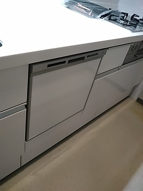 マンションでビルトイン食器洗浄器の新規設置は排水配管など制限があります、今回は事前調査でOK確認できました!