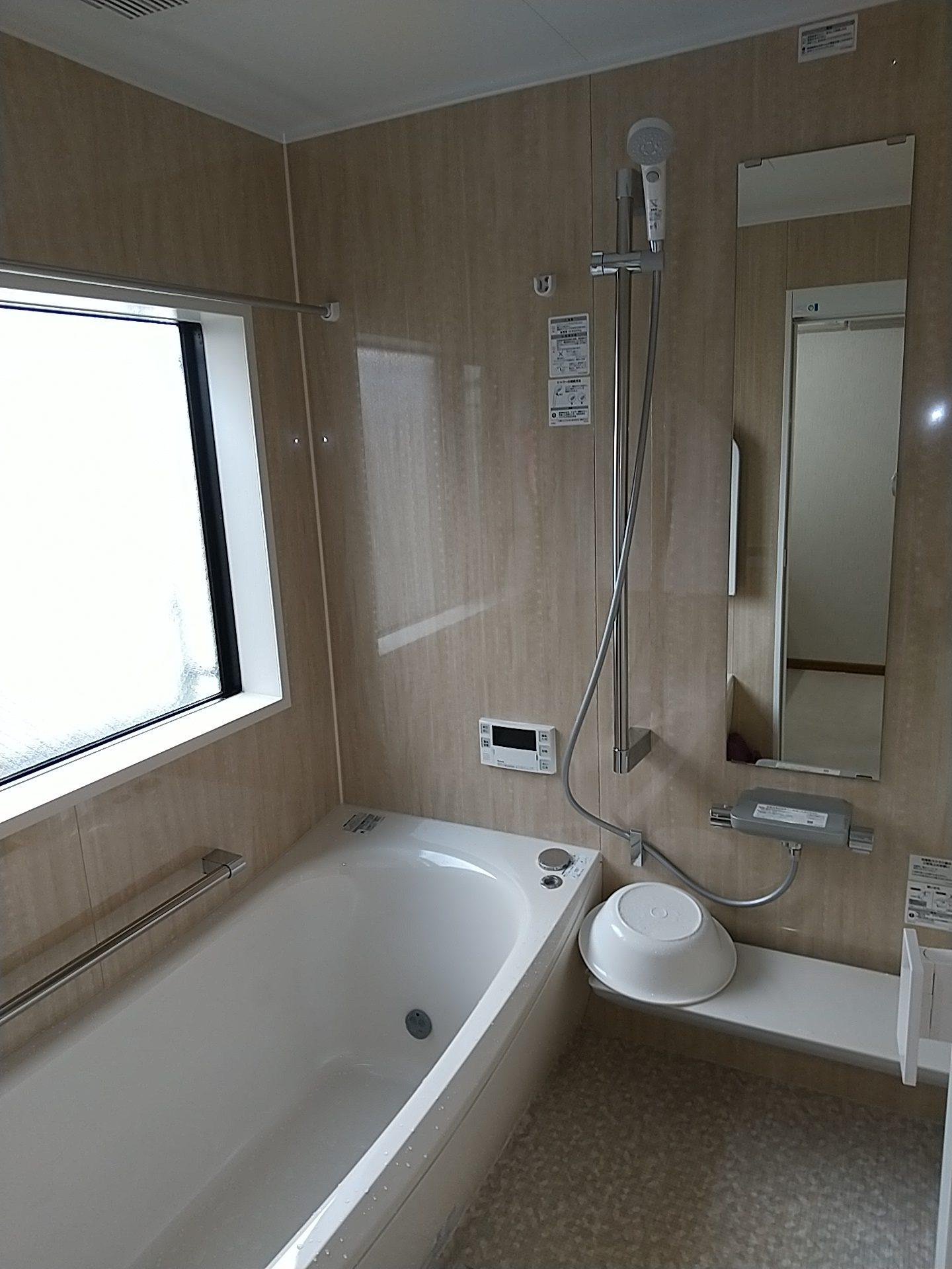新しい浴槽「ゆりかご」の形状で足元まで一杯の大きさに変身しています  おていれらくらく仕様なのでお掃除の時短にも・・・