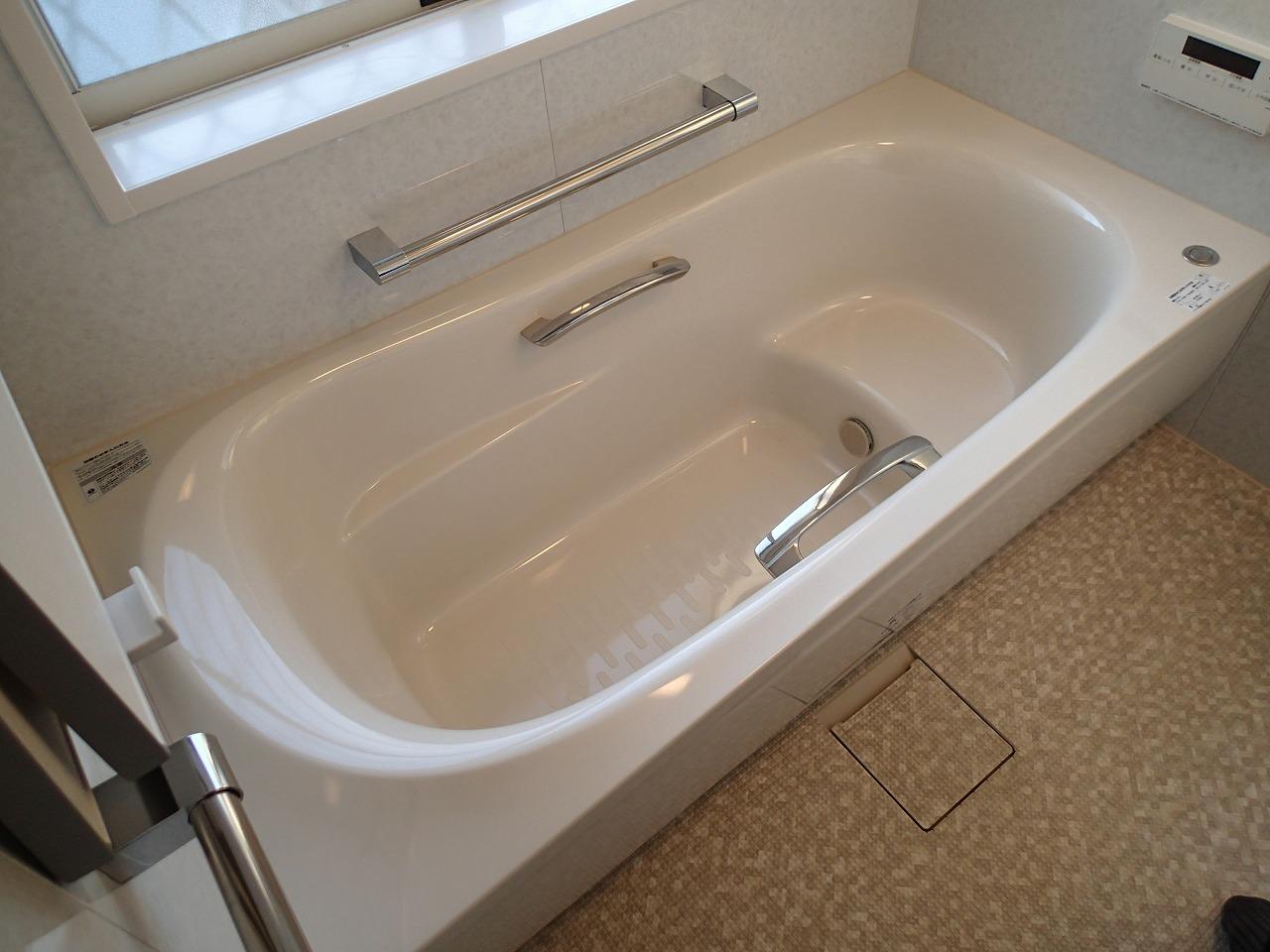 人間工学を応用したゆるリラ浴槽でゆったり