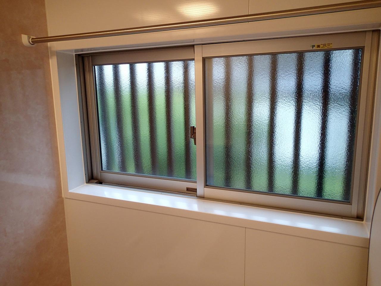 ペアガラス仕様の窓へ取替。断熱性能も見た目も向上しました。