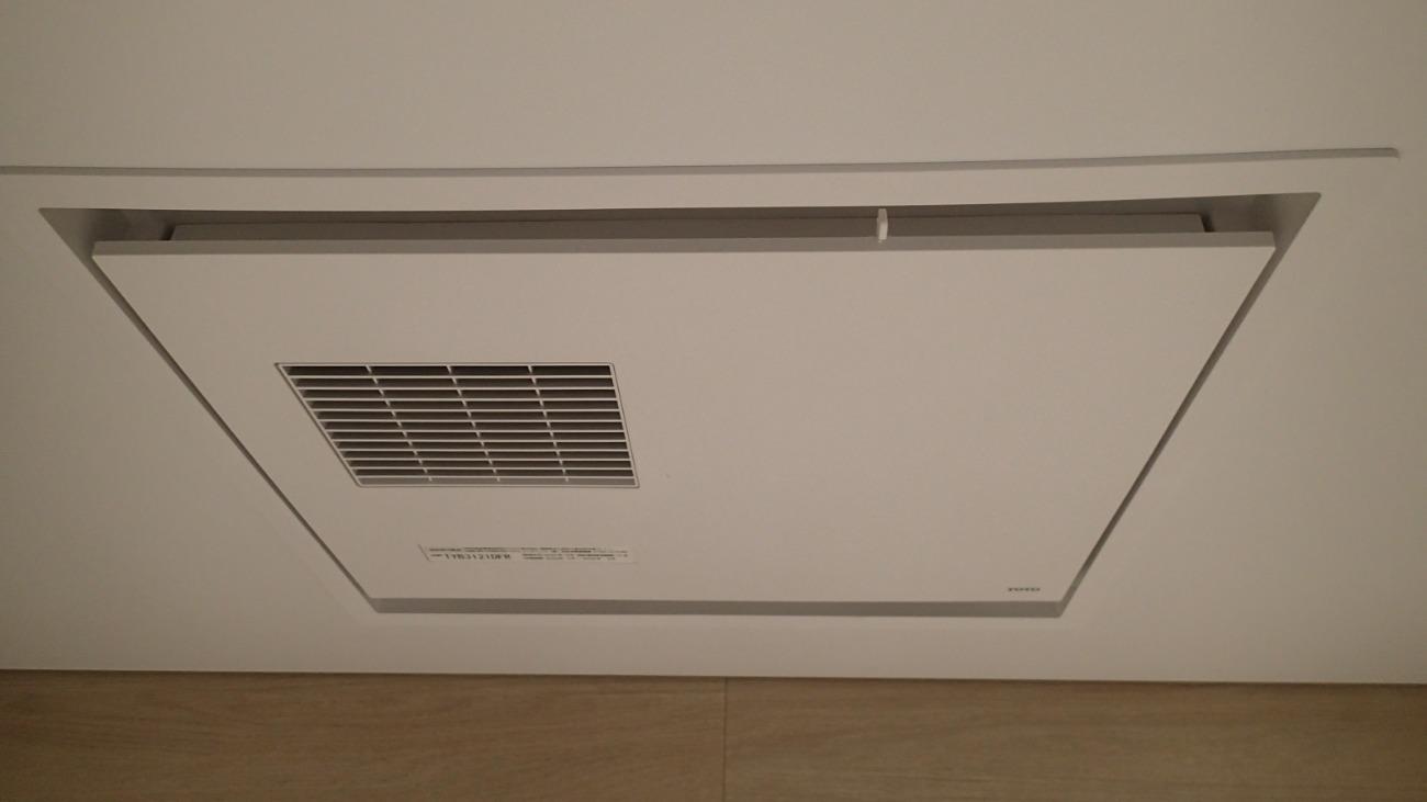 浴室暖房は天井埋め込み型